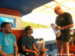Briefing on the diveboat  Raja Laut by Roberto